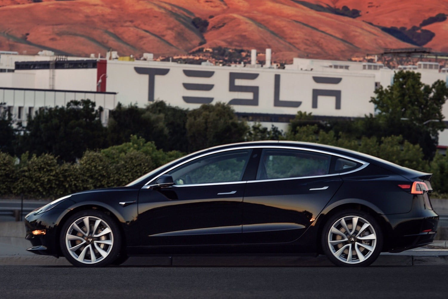 Tesla Model 3 Price Cut by 1100 USD