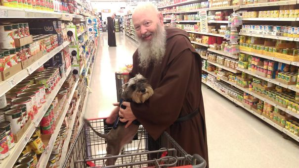 Monk takes a snap with the cute doggo at the supermart