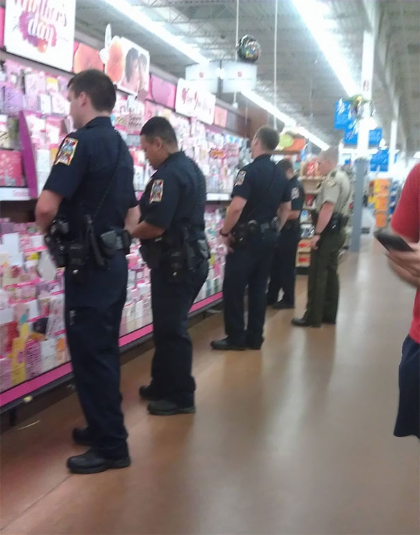 This is what happens at 4 AM in the Walmart Stores