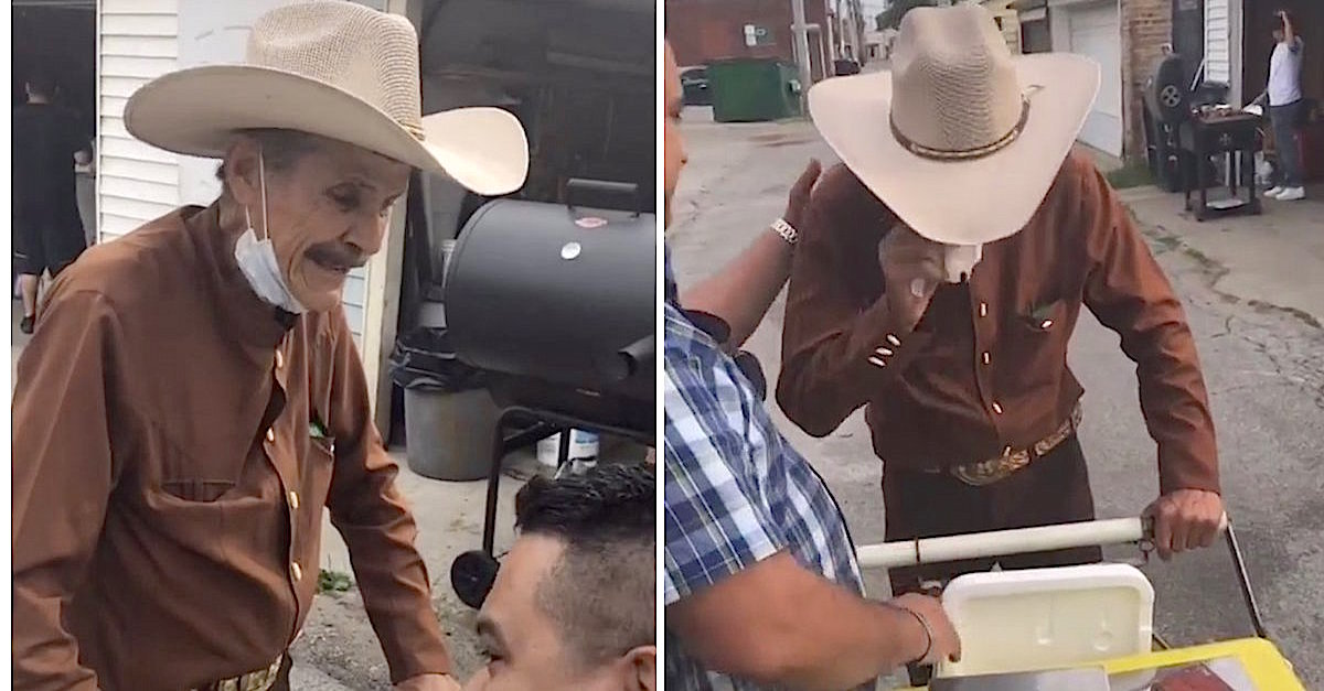 Family Buys All The Ice-Cream From An Elderly Vendor