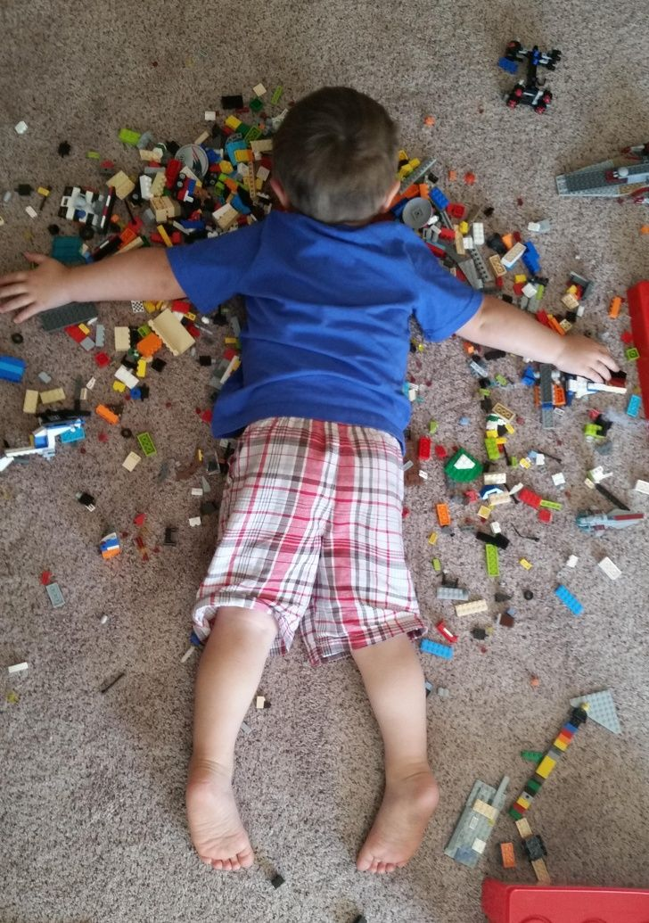Hilarious kids: Maybe, my son is immortal. I found him sleeping like this.