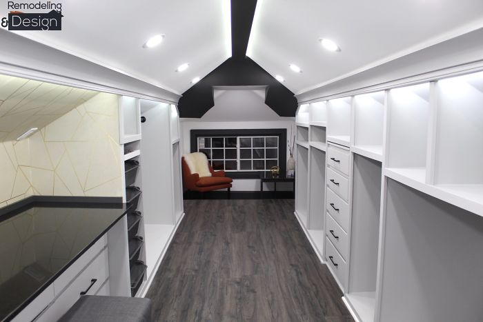 The furniture used in the walk-in closet perfectly suits the place